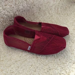 Toms Size W9.5 Shoes slip on women's Gently used